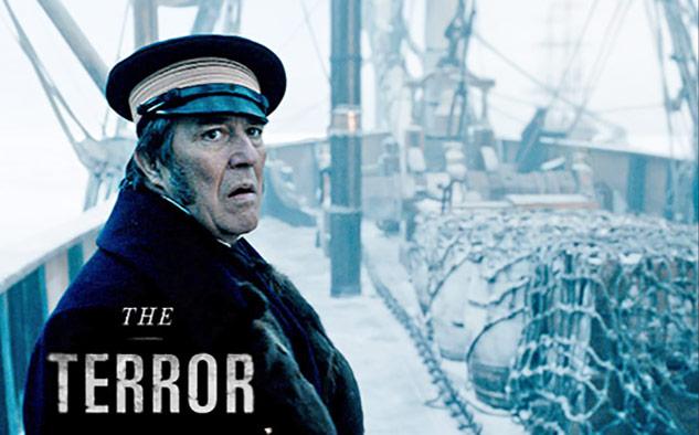 """La segunda temporada de """"The Terror"""" está ambientada durante la Segunda Guerra Mundial, centrada en un misterioso espectro que amenaza y sigue a una comunidad americana-japonesa desde el sur de California hasta los campos de confinamiento y la guerra del Pacífico."""