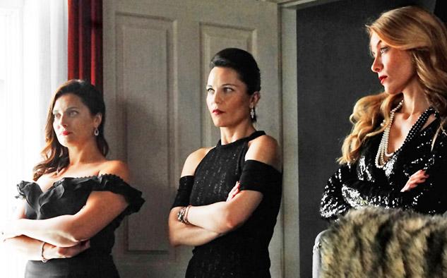 """""""Stiletto Vendetta"""" recientemente completó su primera temporada en la televisión turca, obteniendo puntuaciones constantemente altas y ganando elogios de admiradores y críticos por igual."""