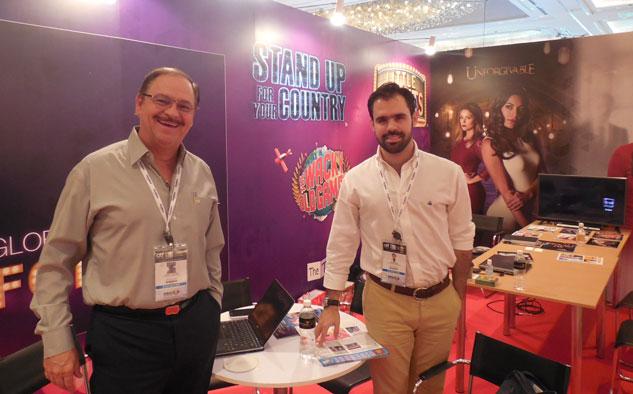 La presencia de Televisa en Singapur: Mario Castro y Javier Páez.
