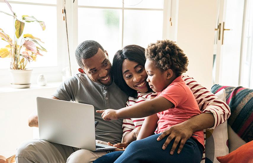 Según el estudio los consumidores afroamericanos son desde hace mucho parte de lo mejor de los clientes multicanal tradicionales. (Foto: rawpixel.com / Freepik)