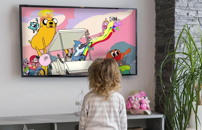 Aunque la visualización de TV en vivo disminuyó en 2017, en los niños el uso del televisor para servicios como Netflix, aplicaciones o juegos, aumentó. (Foto: freepik.es)