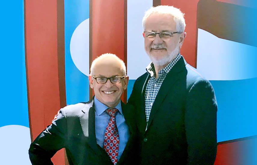 El presidente de Warner Bros. International Television Distribution, Jeff Schlesinger, junto al CEO de Globo, Carlos Henrique Schroder, en Burbank.