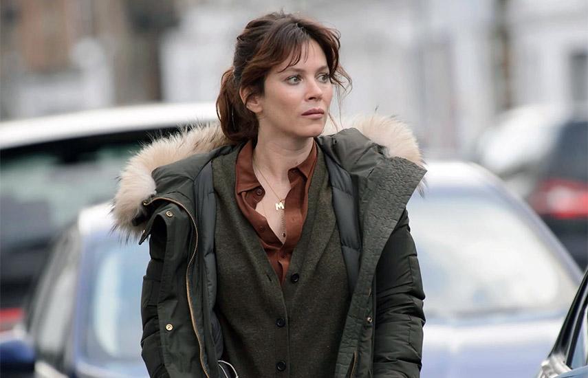 Marcella Backland está (interpretada muy dignamente por Anna Friel.