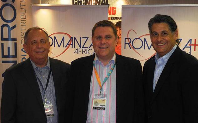 Marcel Vinay Hill, vicepresidente de Ventas Internacionales de Azteca; Craig Kelly, fundador y CEO de AfricaXP; y César Díaz, vicepresidente de Cisneros Media Distribution.