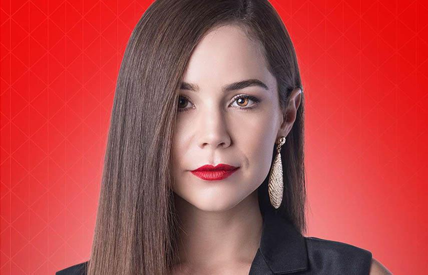 Camila Sodi protagoniza la telenovela, en el papel de Rubí Pérez.