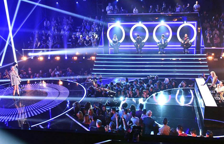 Seleccionados por un panel de los mejores jueces de la industria musical, solo los mejores formarán parte de los cuatro y vivirán como VIPs desde el principio.