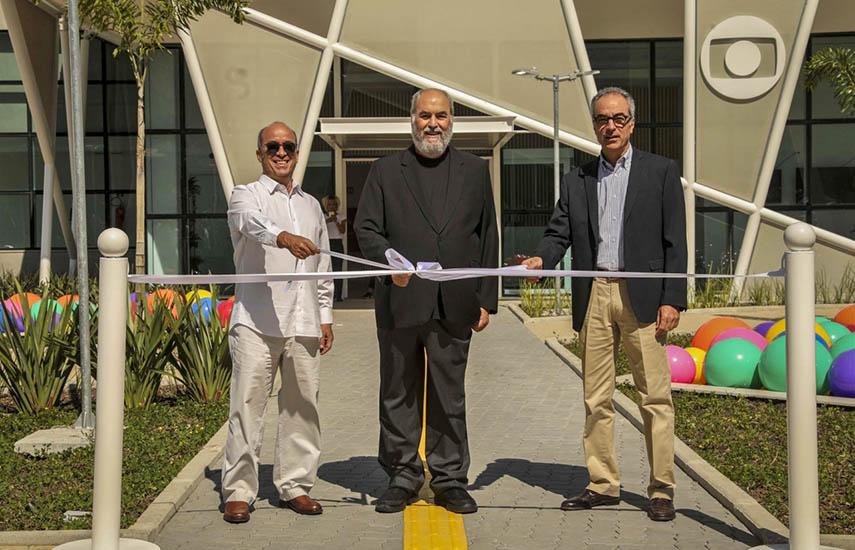 Roberto Irineu Marinho (centro), presidente de la Junta Directiva de Grupo Globo, en la ceremonia oficial de inauguración celebrada en la víspera, que también contó con la participación de los accionistas João Roberto Marinho y José Roberto Marinho.