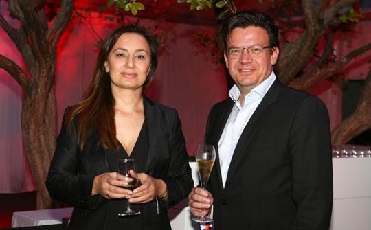Aida Martirosyan, directora general de Haymillian y Rian Bester, CEO de TERN celebran acuerdo en Mipcom