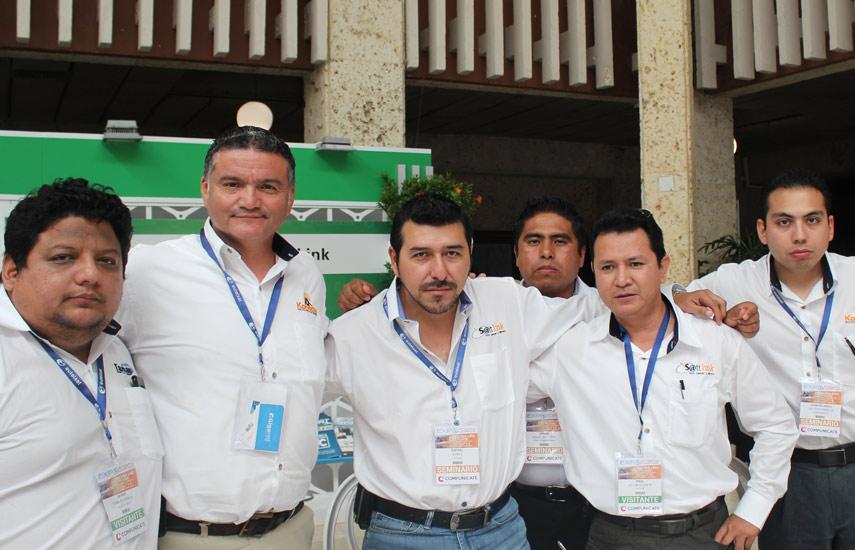 Javier Tamayo García de Wireless Tamayo, Ricardo Acosta de Konecta México, Rafael Núñez de Sattlink, Sergio Segundo de Compu-Semmm, Saul Salum de Sattlink y Juan Ricardo Soltero de Konecta, todos de la Asociación de Proveedores de Internet Inalámbrico de México.