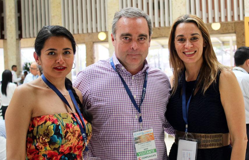 María Ortiz y Evaristo Cobos de ATM Broadcast America y Yolanda Giordani de CincoMAS