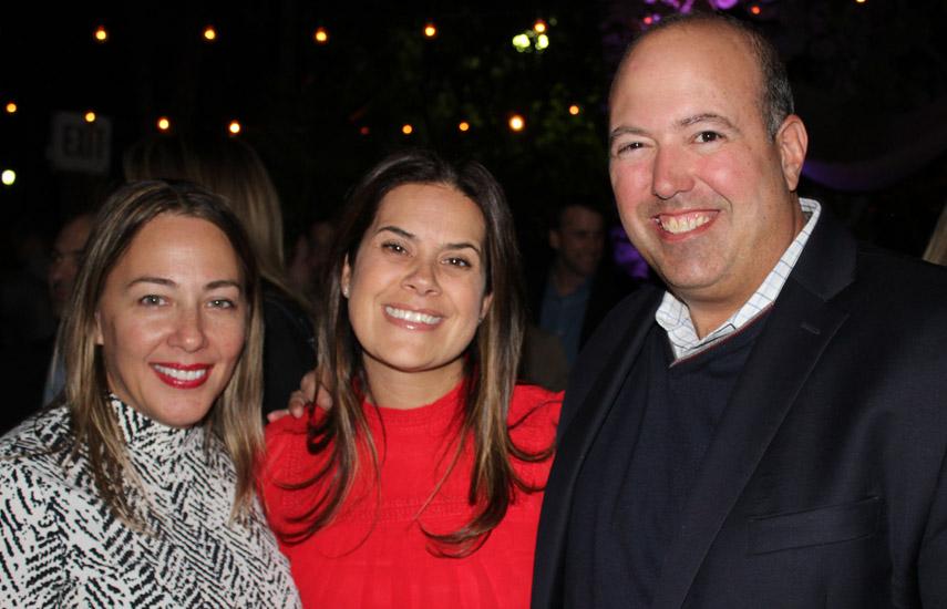 Carla Conde y Diana Baumberger de Discovery con Gustavo Lopéz