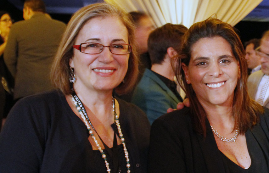 Perla Farias y Mariana Iskandarsni de Telemundo